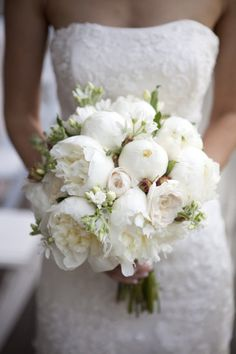 Wedding Photography A white bouquet is perfect for a snowy white winter wedding! Make sure you pick the perfect bouquet for your special day! - Find the perfect Wedding Bouquet to match your personal style in with these awesome ideas! Peony Bouquet Wedding, White Wedding Bouquets, Bride Bouquets, Bridal Flowers, Floral Wedding, Purple Bouquets, White Peonies Bouquet, White Roses, Purple Wedding