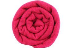 Grand pashmina couleur rose framboise, dans l'air du temps.