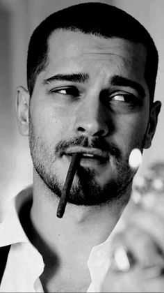 Good looks from Turkey >> Çagatay Ulusoy. an Actor Turkish Men, Turkish Beauty, Turkish Actors, Vintage Mens Haircuts, Haircuts For Men, Feriha Y Emir, Handsome Celebrities, Portrait Photography Men, Sexy Beard