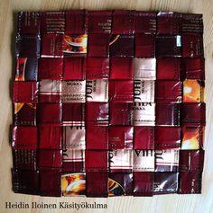 Heidin Iloinen Käsityökulma: Helppo pannunalunen kahvipusseista Wine Rack, Advent Calendar, Holiday Decor, Coffee Bags, Home Decor, Coffee Sacks, Decoration Home, Room Decor, Advent Calenders