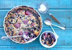 Chez Us | Blueberry and Strawberry Clafouti | http://chezus.com