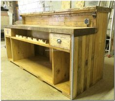 Now see the overall look of the reclaimed wood pallet bar, the space you are viewing under the surface of the bar is specifically created for placing the bottles. Many bottles can be fitted at a time in it, so it is a good idea for those who are going to open a bar.