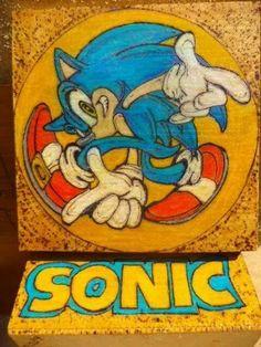Sonic pirografado e pintado com lápis de cor Fabercasttel em caixinha de MDF de 18x18