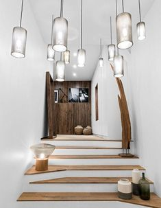 Appartement B – Margaux Beja Entry Stairs, Entry Bench, Entry Hallway, Entryway, Vase Noir, Modern Foyer, Decoracion Vintage Chic, Mountain Designs, Home Board