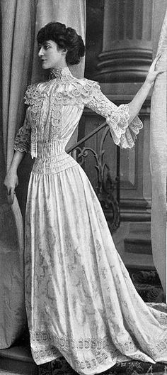 Robe de petits dîners par Redfern,1902. Edwardian fashion.