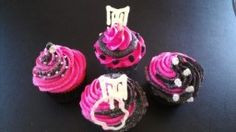 more of my Monster High cupcakes by MAJiK CUPCAKES