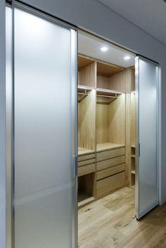 Closets modernos por ARCHILAB architettura e design - homify / ARCHILAB architettura e design Walk In Closet Design, Bedroom Closet Design, Master Bedroom Closet, Closet Designs, Bedroom Decor, Master Bath, Dressing Room Design, Dressing Rooms, Closet Layout