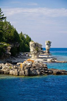 Flowerpots - Flowerpot Island, in Georgian Bay of Lake Huron, in Fathom Five National Marine Park - Ontario Province, Canada Lac Huron, Places To Travel, Places To See, Flowerpot Island, Formations Rocheuses, Manitoulin Island, Ontario Travel, Toronto, Canadian Travel
