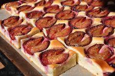 Prajitura cu prune si blat din smantana | Retete culinare cu Laura Sava - Cele mai bune retete pentru intreaga familie Plum Cake, Cake Videos, Sausage, Recipies, Deserts, Food And Drink, Cooking Recipes, Sweets, Fish