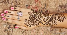 Bridal Magic: Fun Activities for a Bohemian party Henna and make your own flower crown station