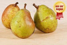 #Birnen - Es muss ja nicht immer der gute alte Apfel sein, wenn uns der Sinn nach einem saftigen und knackigen #Obst steht. Birnen sind eine genauso vielfältige, gesunde und schmackhafte Alternative. Beide sind Kernobstgewächse, jedoch ist die Birne weicher und süßer als ein Apfel! Wie wäre es zum Beispiel mit der Birnensorte #WilliamsChrist? Die ursprünglich aus Argentinien stammende Birne hat eine feste und grüne Schale, ihr Inneres jedoch ist hell und sehr saftig. Lecker!