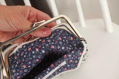 Itselleni muistoksi, muille iloksi ja inspiraatioksi!: Kehyskukkaron ohje Louis Vuitton Monogram, Coin Purse, Purses, Sewing, Pattern, Crafts, Bags, Wallets, Beaded Bags