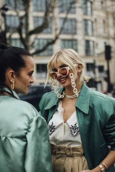 Attendees at Paris Fashion Week Fall 2020 - Street Fashion Cool Street Fashion, Paris Fashion, Autumn Fashion, Autumn Street Style, Instagram Fashion, Fashion Photo, Couple Photos, Fall, Model
