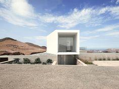 Poseidon House, Domenack Arquitectos http://planyourspace.blogspot.com/2015/11/domy-w-rozmiarze-xs.html