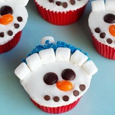 Vanilla Snowman Cupcakes- these would be perfect to bring to a children's holiday party!
