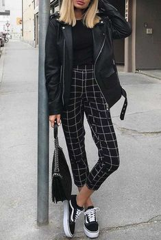 ♥ 59 edgy outfits for women 33 – Mode Outfits All Black Outfits For Women, Teen Winter Outfits, Clothes For Women, Winter Clothes, Black Clothes, Winter Fashion Outfits, Edgy Fashion Winter, All Black Clothing, Spring Outfits