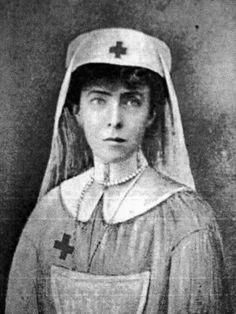 ☤ MD ☞ ☆☆☆ Sa majesté la Reine Elisabeth, infirmière. Queen Elisabeth as a nurse.