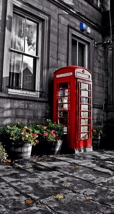Red telephone booth photography.
