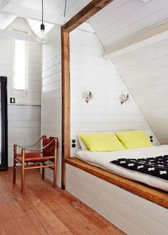 오늘은  작고, 아담하고, 아늑한 분위기의 침실 인테리어 아이디어를 살펴 보려고 합니다. 작은 침실을 꾸민다는