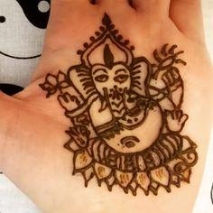 Védelmező Ganesha most már a tenyeremen is 😇 Om Gam Ganapataye Namaha, Henna Artist, Hand Henna, Tribal Tattoos, Blog