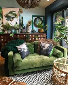 Botanical dark boho living room dreams with a forest green velvet couch! Love it… Botanical dark boho living room dreams with a forest green velvet couch! Related posts: Living room inspiration: pink couch and marbled wall Boho Living Room, Home And Living, Living Spaces, Green Living Rooms, Living Room Decor Green Couch, Living Room With Plants, Living Room Decor Eclectic, Living Room Ideas Velvet, Tropical Living Rooms