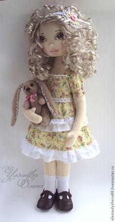МИА.+Кукла+сшита+по+моей+выкройке+из+кукольного+трикотажа.Лицо+нарисовано+акриловыми+красками+и+худ.пастелью.+Руки+и+ноги+на+пуговичном+креплении.Куклу+можно+посадить.+В+руках+проволочный+каркас.+Одежда+не+снимается.