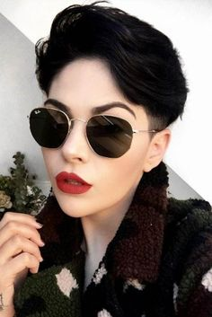 Short Hair Trends That You Can't Afford To Miss ★ See more: lovehairs. -Latest Short Hair Trends That You Can't Afford To Miss ★ See more: lovehairs. Short Hair Cuts For Women, Short Hairstyles For Women, Shot Hair Styles, Curly Hair Styles, Androgynous Hair, Short Hair Trends, Best Short Haircuts, Pixie Hairstyles, Keratin