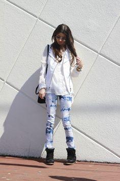 """Sunshine"" #tiedyejeans #whitevest #wedgesneakers #style #blogger #fashionblog #fashionroll"