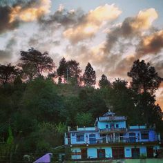 Just captured #collorsofnature above my Haveli of #Uttarakhand.  #Kedygraphy #nature_shooters #colors_of_day #Nature #sky #skycolors #nature #Photography #instatravel #uttarakhand_photography #MountainLife #relaxday #amazingday #instalike #travelgram