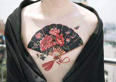 Three swallows and fan with blossoming peonies Done at Neck Tattoos Women, All Tattoos, Flower Tattoos, Body Art Tattoos, Tattoo Aftercare Tips, Korean Tattoo Artist, Kawaii Tattoo, Female Tattoo Artists, Tattoo Equipment