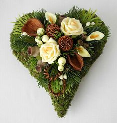 Grabgesteck Herz vanille, Grabschmuck, Allerheiligen, Totensonntag, Gedenktag Funeral, Table Decorations, Growing Roses, Funeral Flowers, Dinner Table Decorations