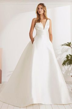 Wedding dress with very sexy princess silhouette and V-neck Classic Wedding Gowns, Minimalist Wedding Dresses, Stunning Wedding Dresses, Beautiful Dresses, Bridal Dresses, Bridesmaid Dresses, Scarlett, Mademoiselle, Bridal Boutique