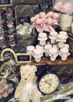 www.kamalion.com.mx - Mesa de Dulces / Candy Bar / Postres / Rosa / Pink / Rustic Decor / Dulces / Madera / Lechero / Maletas / It's a girl / Vintage / Macaroons / Baby Shower / Sewing machine / reloj / clock / teddy.