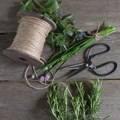 _JY56596 Flower Studio, Wreath Making, How To Make Wreaths, Garden Inspiration, Twine, Scissors, Beautiful Flowers, Gardens, Antiques