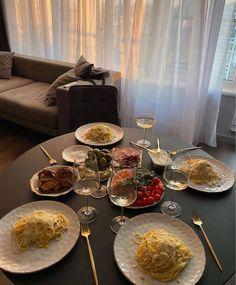 Think Food, I Love Food, Good Food, Yummy Food, Eat This, Date Dinner, Le Diner, Aesthetic Food, Beige Aesthetic
