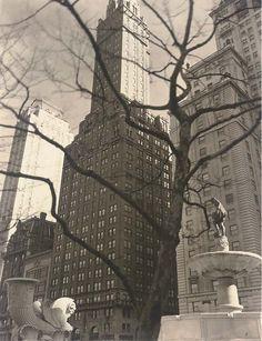 Central Park Plaza, New York, 1937, Berenice Abbott.