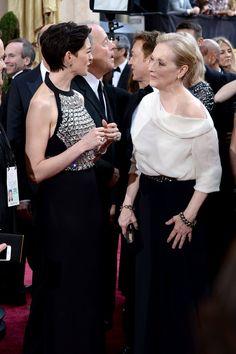 Pin for Later: Diese Oscars-Fotos bringen euch garantiert zum Lachen  Es gab eine kleine Der Teufel trägt Prada Reunion zwischen Anne Hathaway und Meryl Streep.
