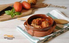 Semplici e gustosissimi involtini di carne al sugo di pomodoro, ripieni con pancetta e formaggio. Ricetta classica, facile e saporita.