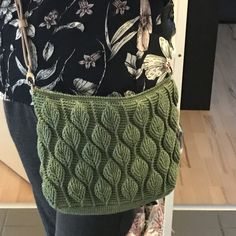 Sådan hækler du en smuk taske med - By Damsbak % Crochet Stitches, Crochet Patterns, Crochet Jacket, Crochet Handbags, Crochet Accessories, Diy Crochet, Crochet Clothes, Double Crochet, Embroidery