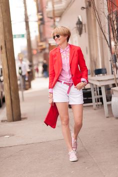 I don't think I could wear shorts that short, but I love the blazer combined with shorts. s e e r s u c k e r + s a d d l e s: Blazin Shorts