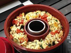 Baked vegetables with sheep& cheese - Oven vegetables made with sheep& cheese in an omina oven. This oven is actually a camping ove - Healthy Snacks For Adults, Healthy Recipes On A Budget, Clean Eating Recipes, Lunch Recipes, Budget Freezer Meals, Frugal Meals, Easy Meals, Cooking For A Crowd, Cooking On A Budget