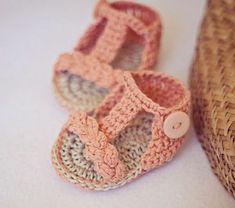 häkeln-für-baby-häkeln-babyschuhe-mit-wunderschönem-design-sandalen-in-orange
