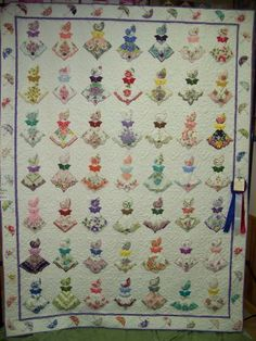 Deerecountry Quilts : Handkerchief Quilt at the Fair I love this quilt. What a great idea to use up vintage hankies.