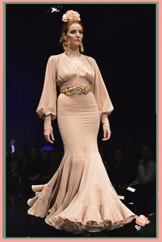 Traje de flamenca en tono maquillaje de Pilar Rubio Crystal Wedding, No Frills, African Fashion, Design Inspiration, Gowns, Costumes, Formal Dresses, My Style, Womens Fashion