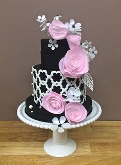 Cake by Marina Sousa of Just Cake using the Daisy Chain Silicone Onlay