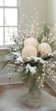 thinking of doing mostly green and white for this years decorations. This would look great