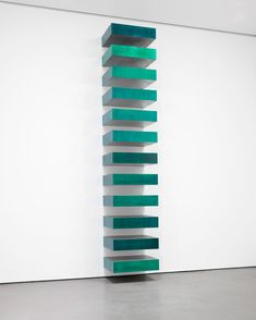 Donald Judd, Untitled, Lacquer on galvanized iron. Photo John Judd Foundation/Artists Rights Society (ARS), New York/Museum of Modern Art Different Forms Of Art, Types Of Art, Moma, Land Art, Art Conceptual, Popular Paintings, Frank Stella, New York Museums, Bauhaus Design