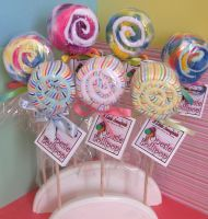 baby onsie lolipops, also cupcakes and icecream cones