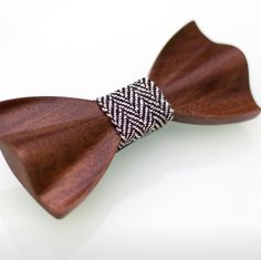Nuestros clientes quieren complementos con mucho estilo...y nosotros creemos que el cliente siempre tiene razón! Pajaritas de madera soloamen.com