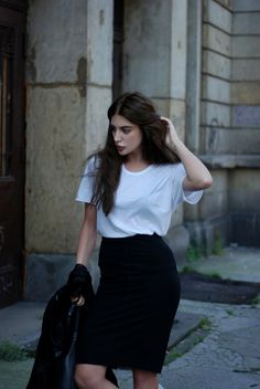 HIgh waisted skirt with a white tshirt for a classic yet elegant look | outfit ideas, classic style